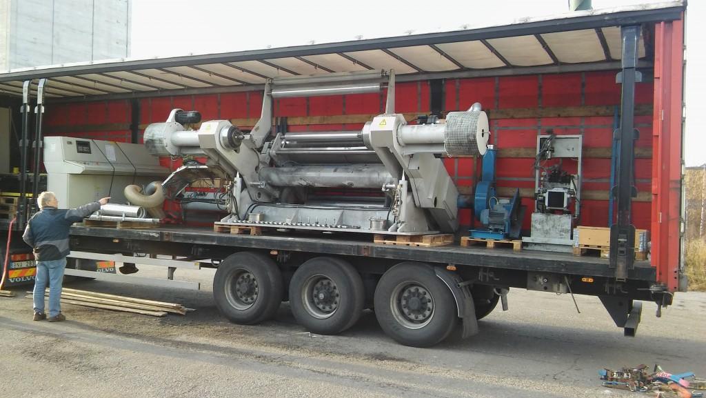 Här är bild (bilder) från installation en av den nya rullmaskinen.